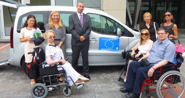 Ambasador Evropske unije u Srbiji Majkl Devenport i predstavnici Centra za samostalni život osoba sa invaliditetom Srbije