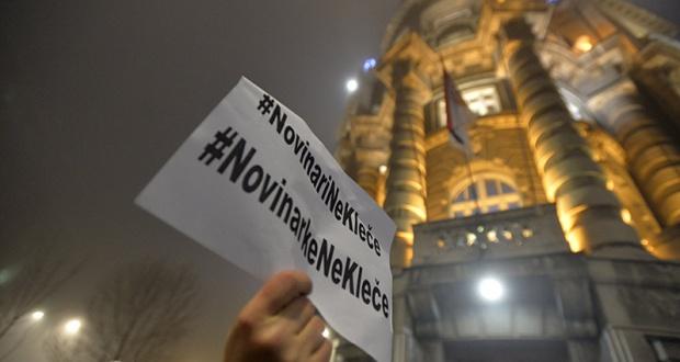 Protest ''Novinari ne kleče''
